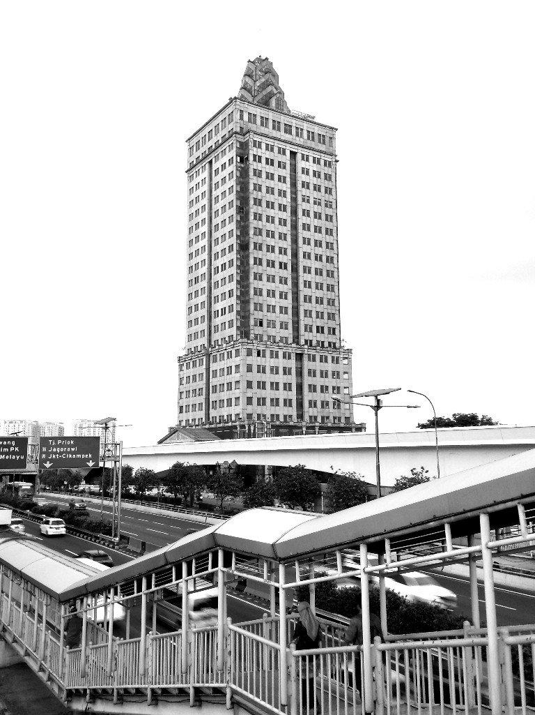 Menara Saidah yang mangkrak