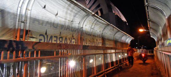 jembatan penyeberangan jalan gatot subroto jakarta selatan