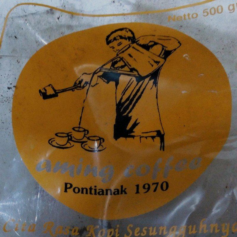 Logo kedai kopi dengan ilustrasi klasik
