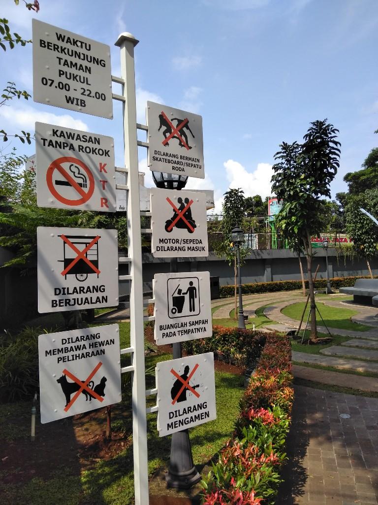 Taman corat coret Jalan Adnanwijaya Bogor