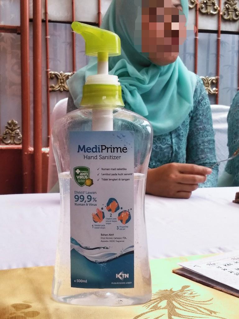 Hand sanitizer di meja penerima tamu resepsi pernikahan, Chandra Baru, Jatirahayu, Pondokmelati, Bekasi, Jawa Barat
