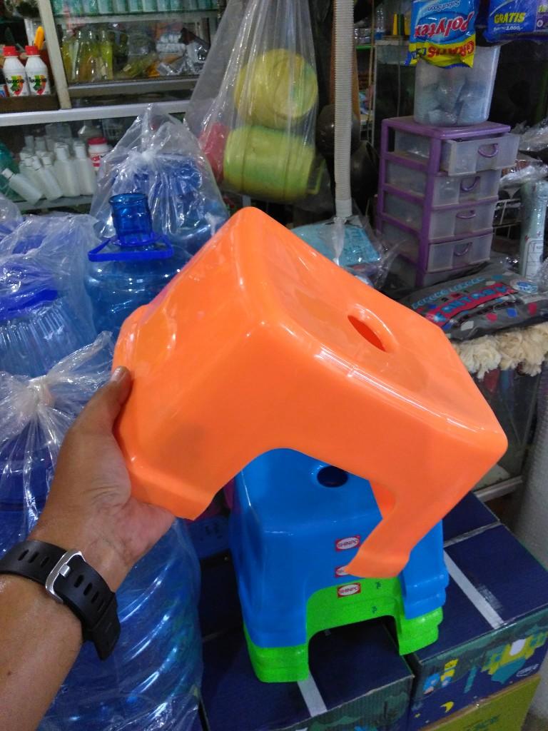 Beli dingklik plastik, mahal juga ya