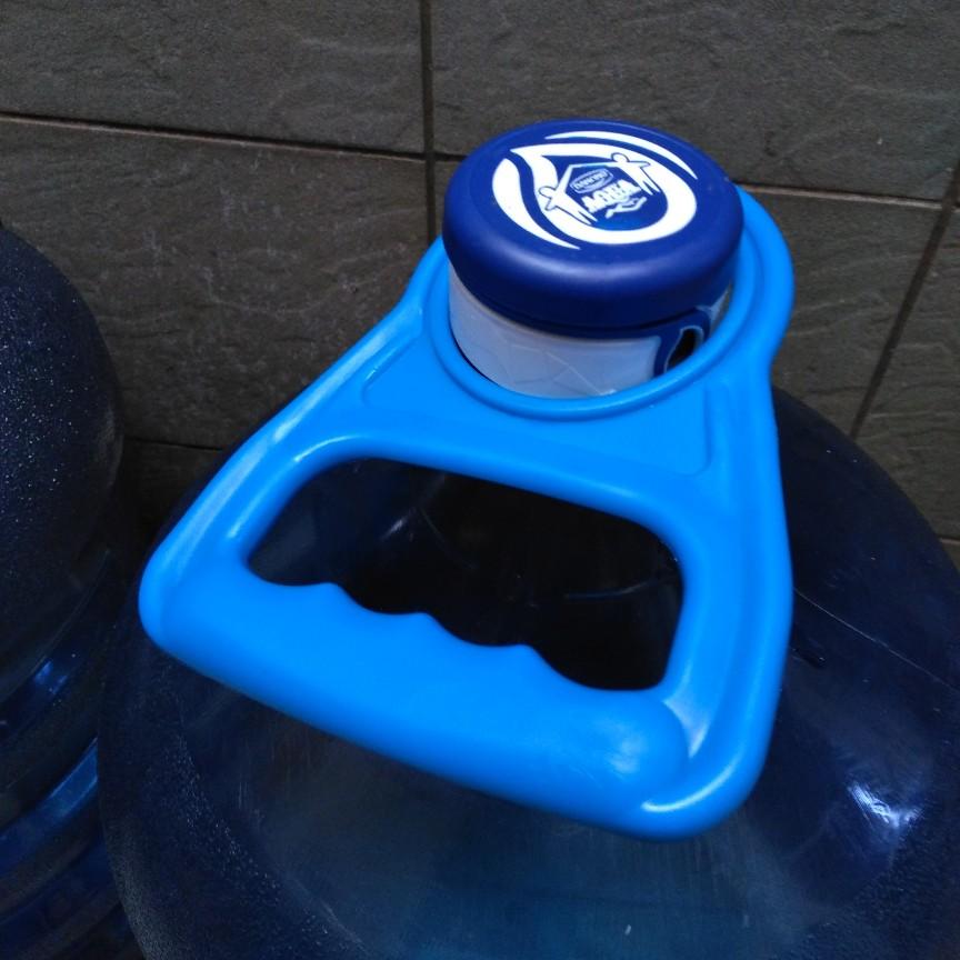 Alat untuk bawa galon Aqua
