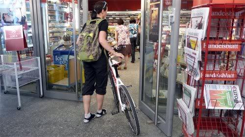 Sepeda Masuk Toko