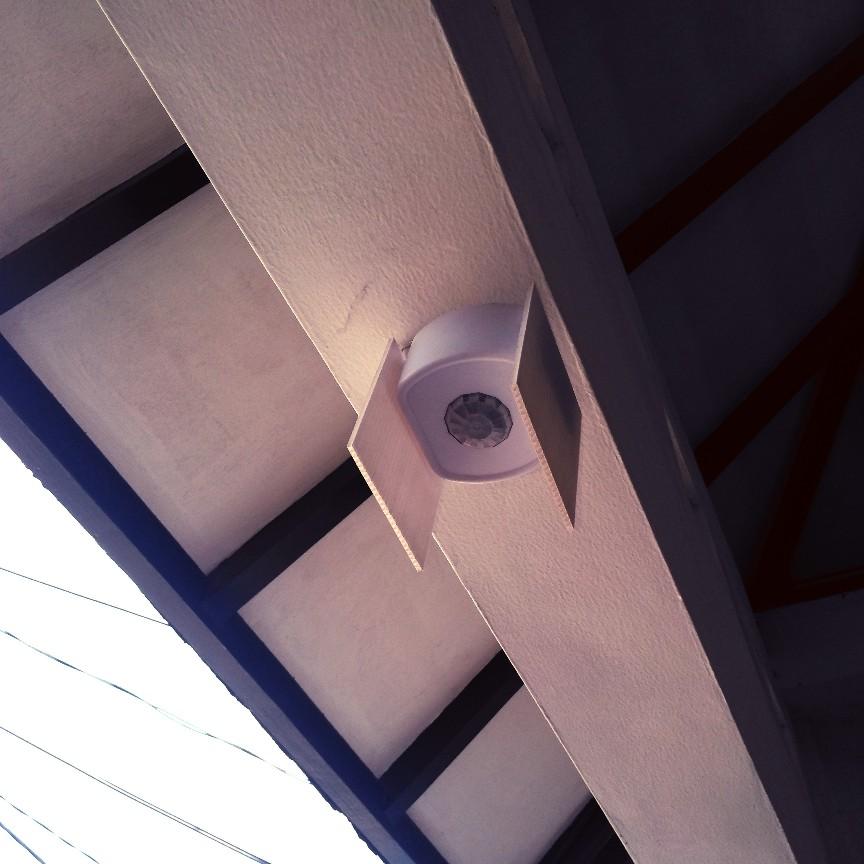 Memperkecil jangkauan radius bel sensor di atas gerbang rumah