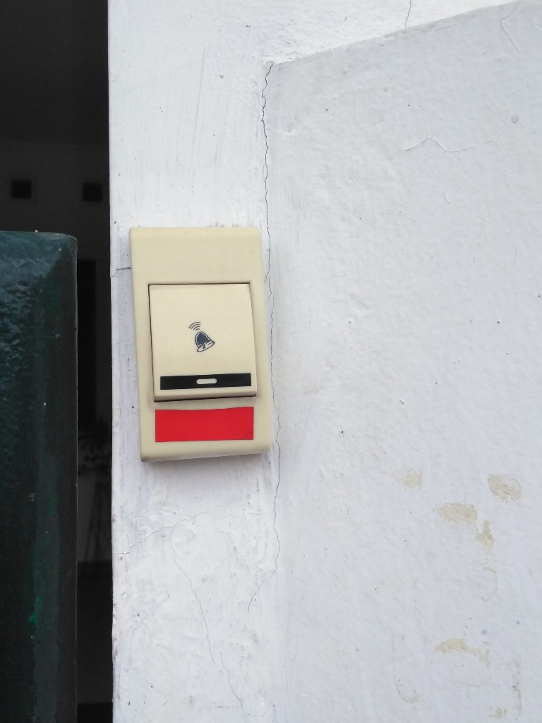 Stiker Scotchlite para tombol bel rumah agar lebih terlihat