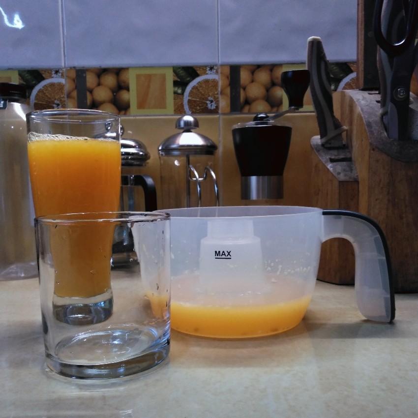Jeruk peras Rp13.000 per kg dalam dua gelas pembanding