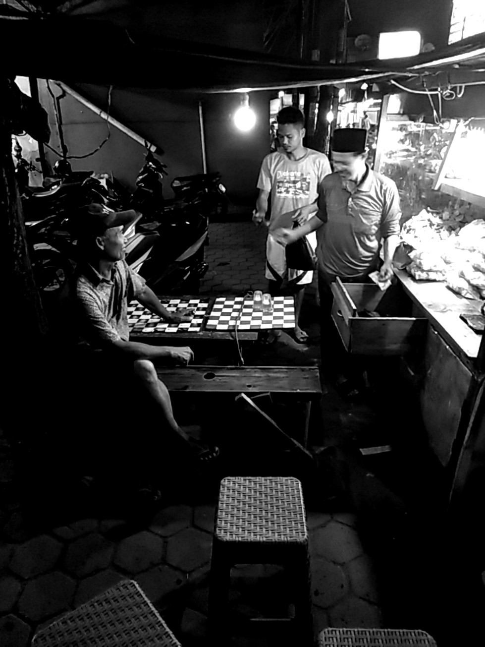 Keadaan sudah aman, ayo main catur lagi