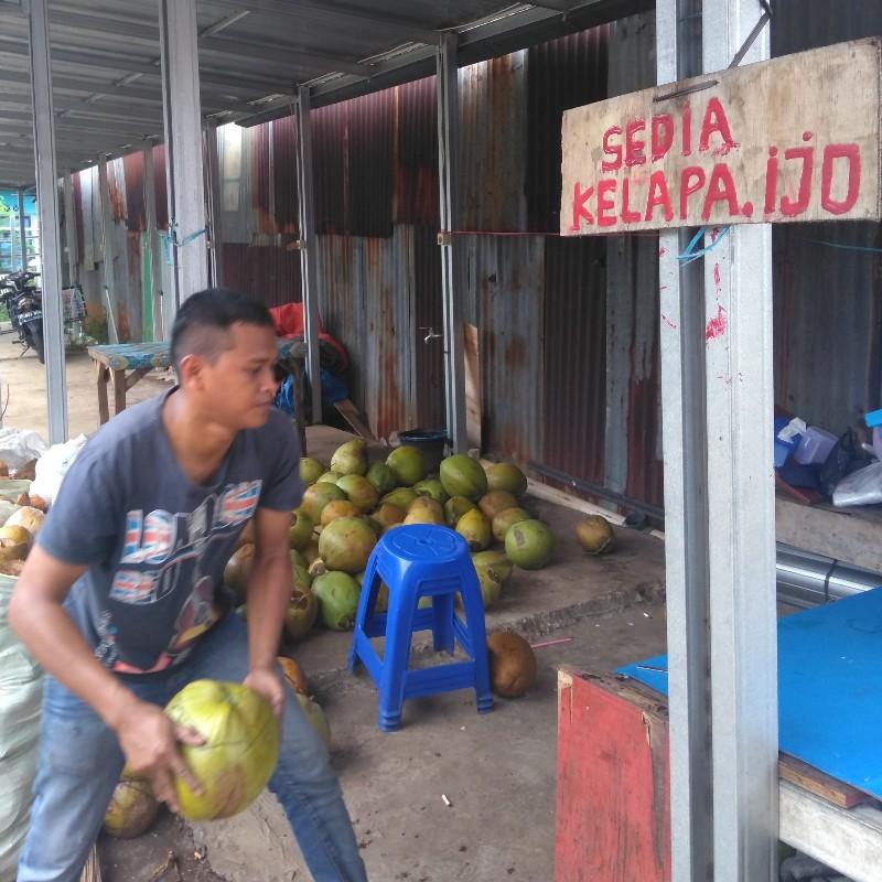 Degan dan kelapa muda itu tak sama
