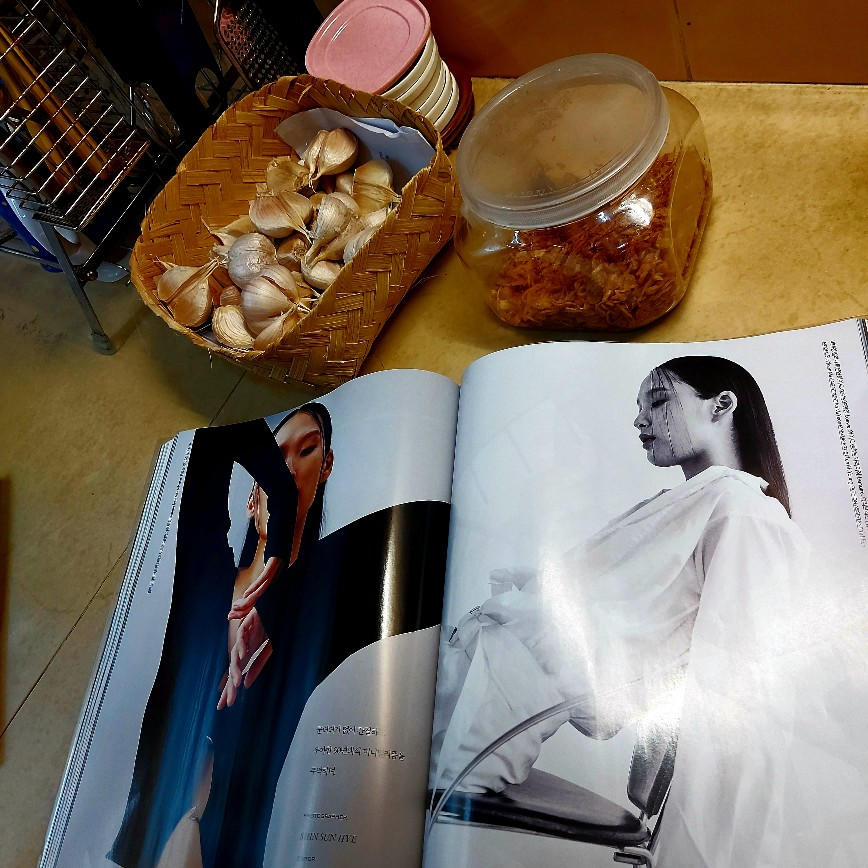 Majalah gaya hidup wanita urban kosmopolitan