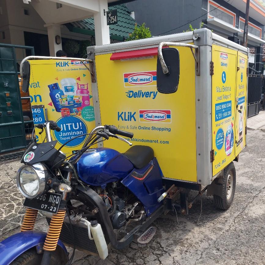 Gerobak motor Indomaret Jalan Hankam Bekasi