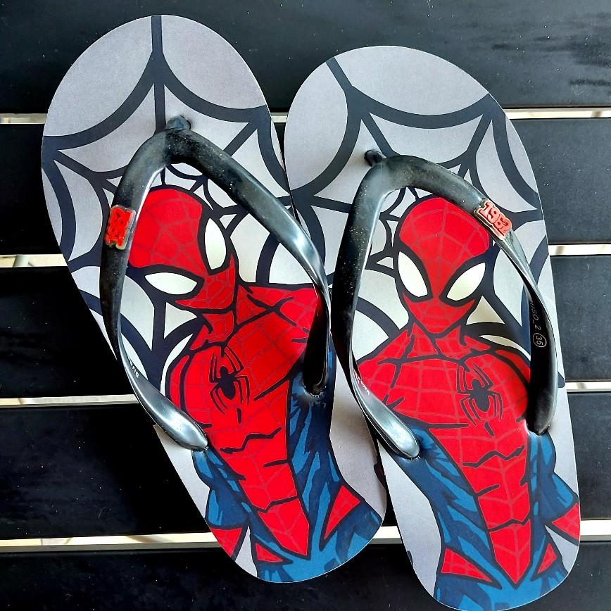 Sandal jepit Spider-Man bukan untuk paman