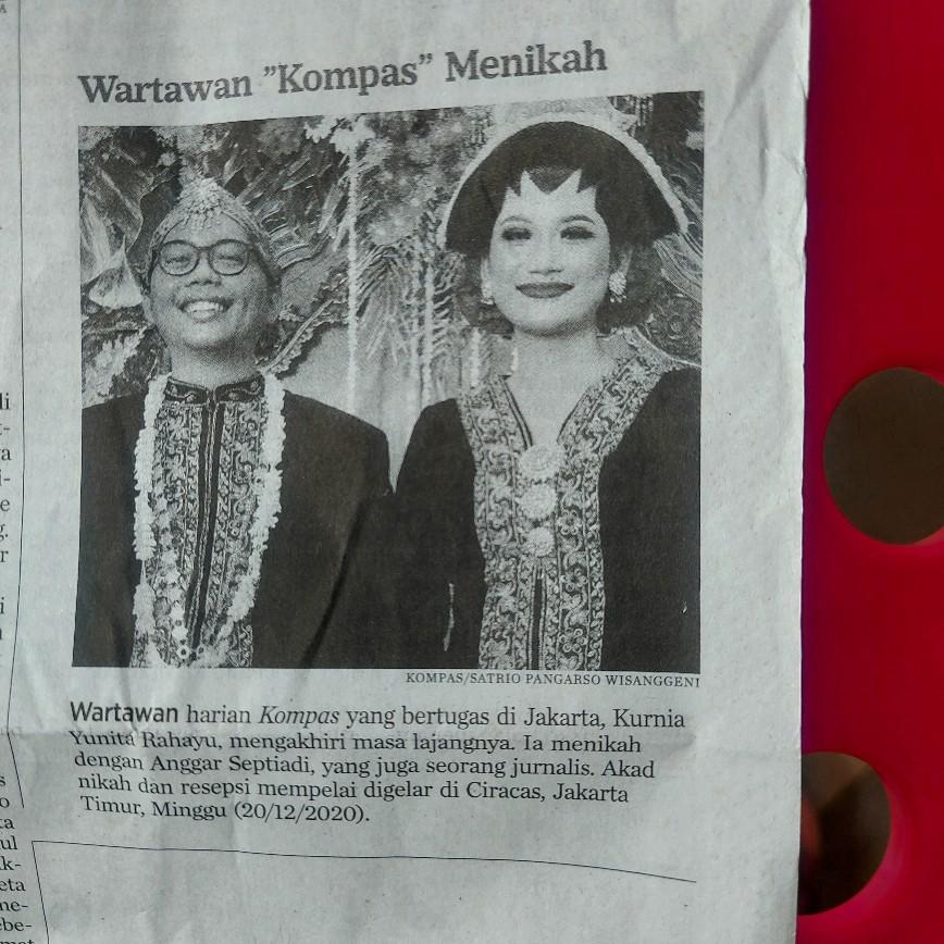 Wartawan menikah jadi berita di korannya sendiri