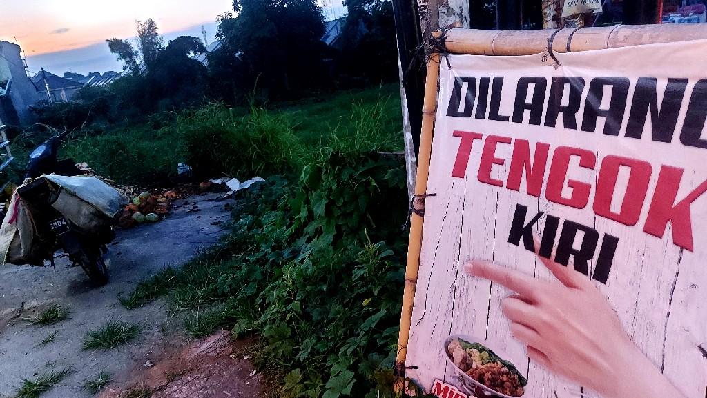 Akal-akalan penjual kelapa muda di Jalan Kodau Raya, Pondokmelati, Bekasi