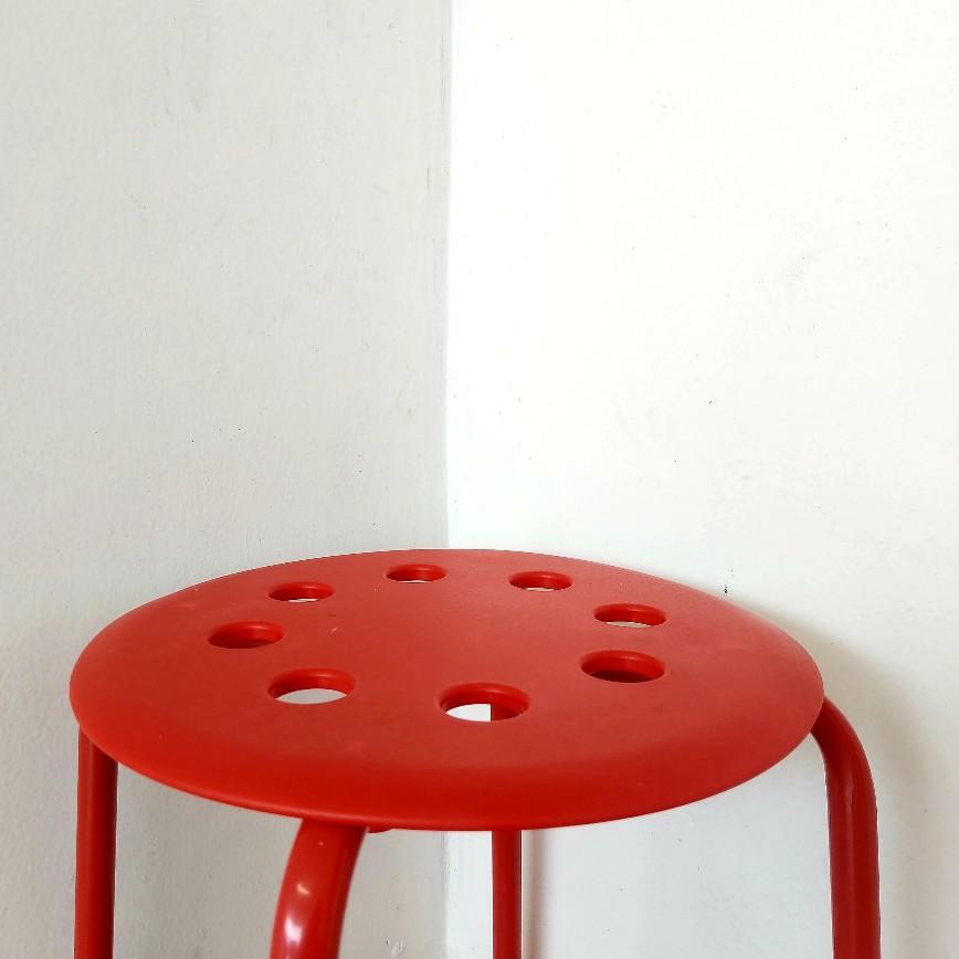 Kursi bakso dari Ikea sanggup menahan beban 100 kg