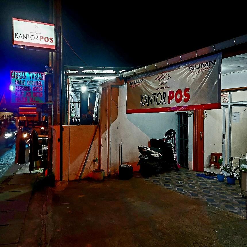 Kantor pos kecil di Jalan Pasar Kecapi, Bekasi, Jabar