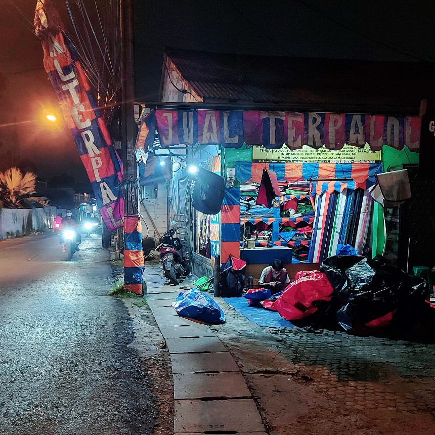 Eyelet grommet mata ayam mata deruk gratis dari toko terpal Laris Jalan Pasar Kecapi Bekasi