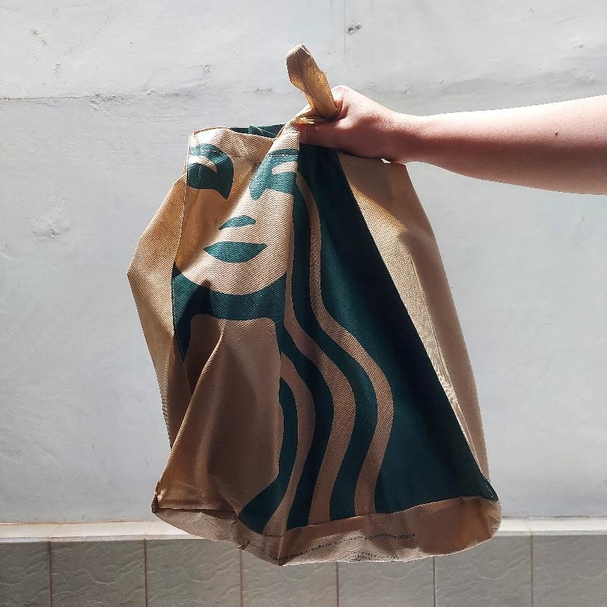 Harga tas spunbond Starbucks via Gofood