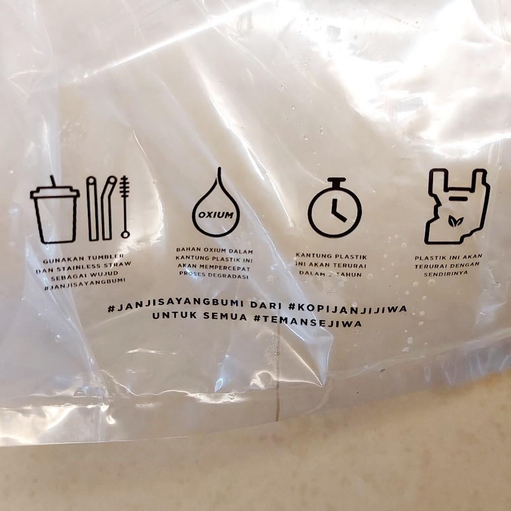 Kemasan bahasa Indonesia dalam kantong plastik Janji Jiwa