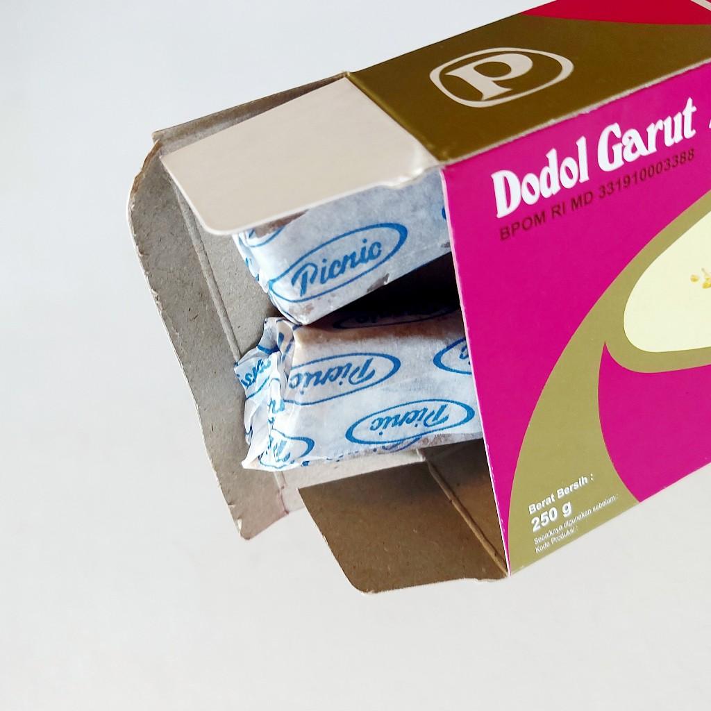 Dodolnya bukan dibeli di Garut, dodol…