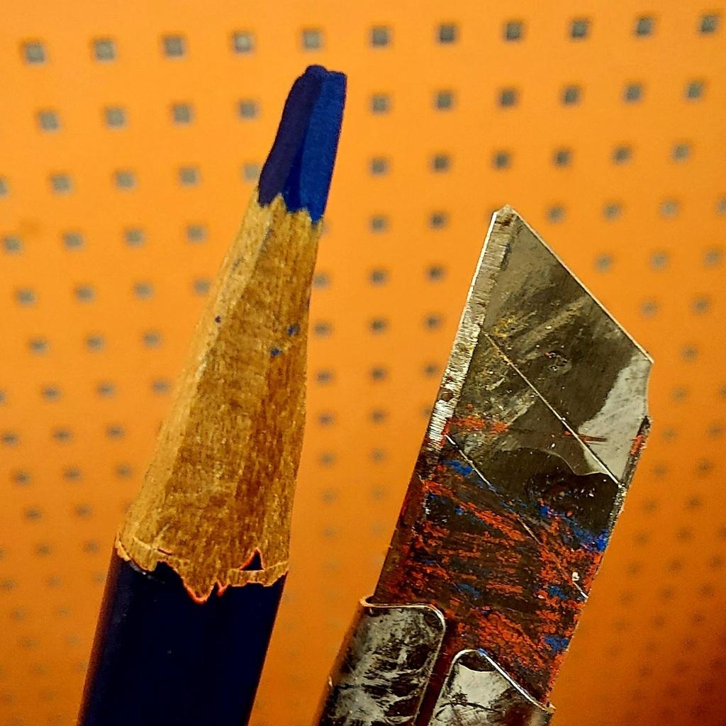 Meraut menyerut pensil dengan pisau adalah cara jadul