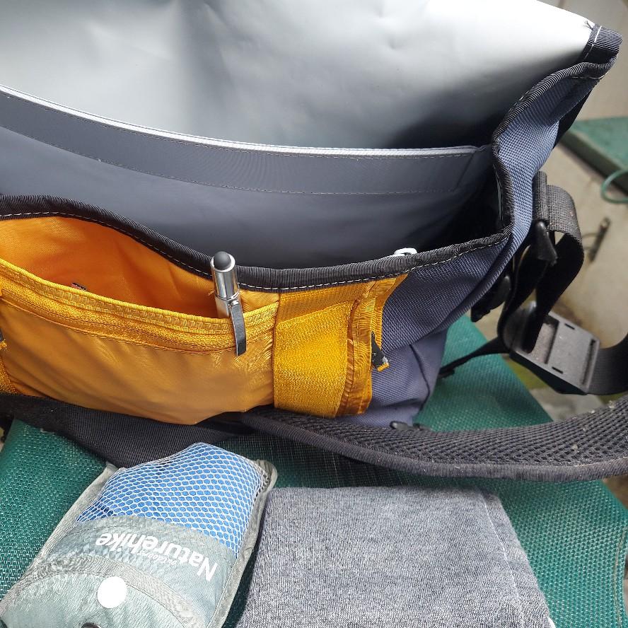 Menjemur tas yang tak pernah dipakai selama pandemi